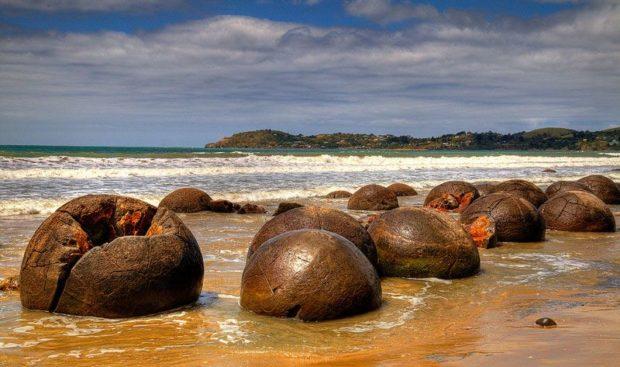 Пляж «Драконовое яйцо»