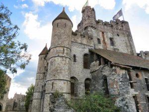 Замки - лучший символ Средневековья.