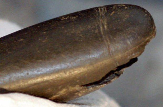 Каменный фаллоимитатор