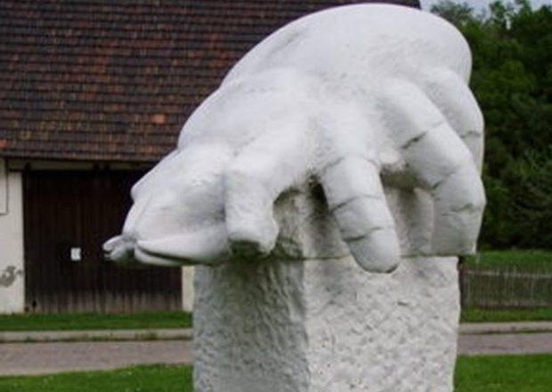 Мемориал сырному клещу