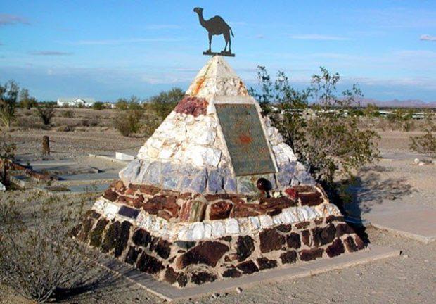 Памятник военным верблюдам