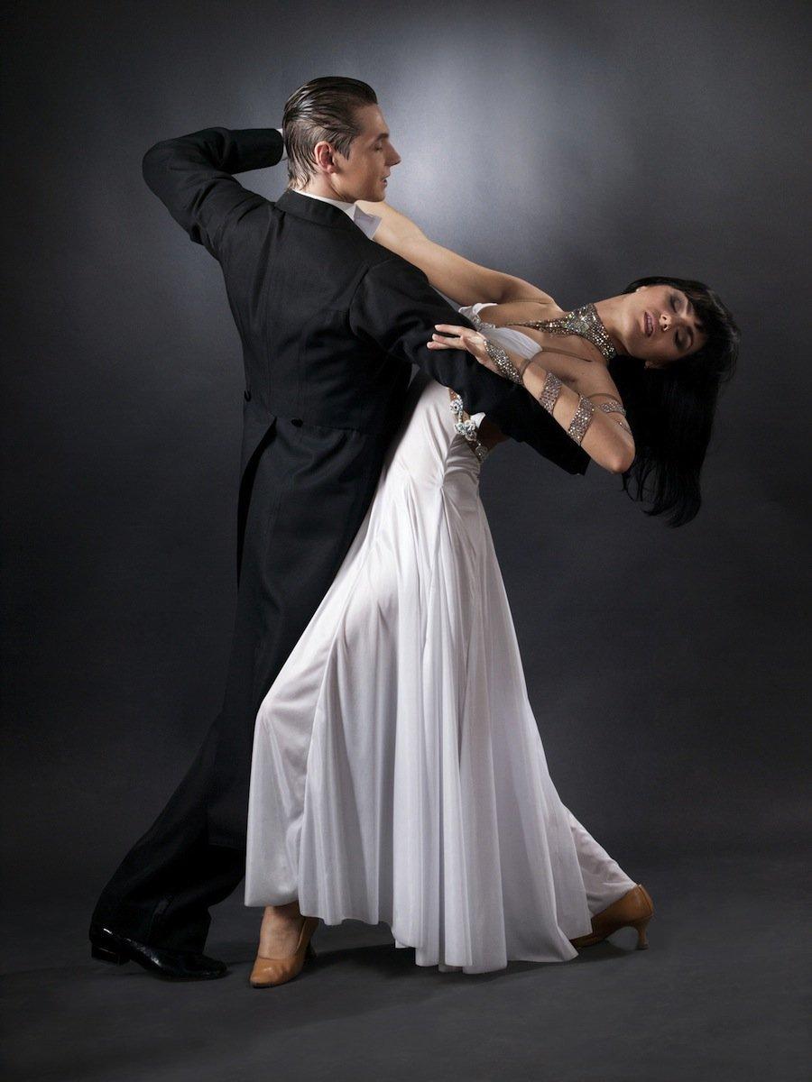9 самых популярных современных социальных танцев, которым вы можете научиться