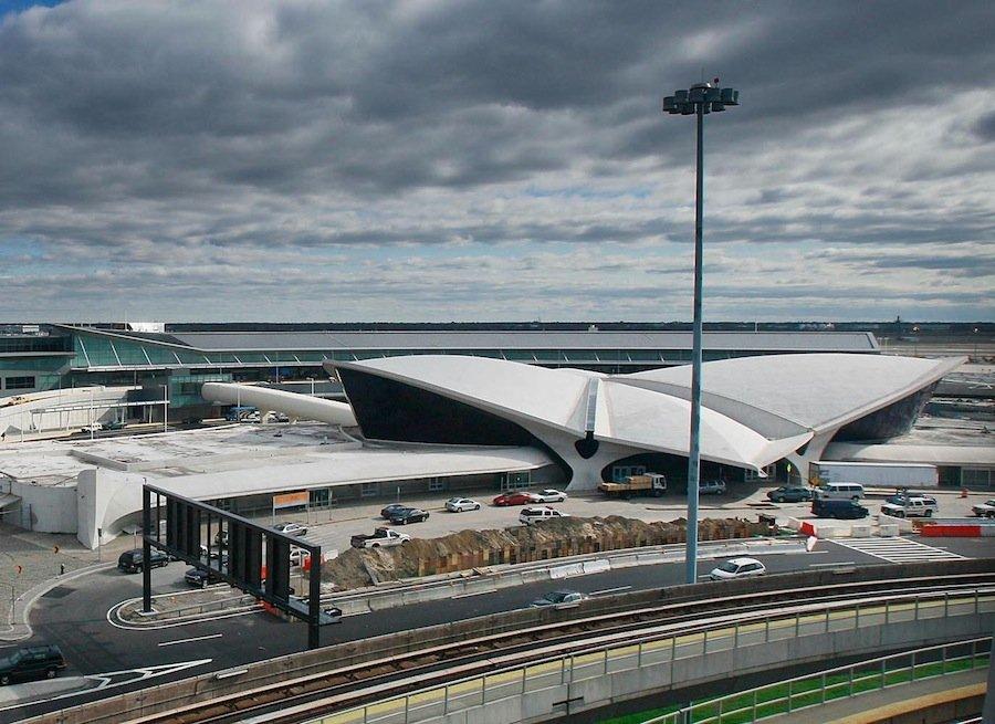 6 весёлых способов нарушить правила безопасности аэропорта