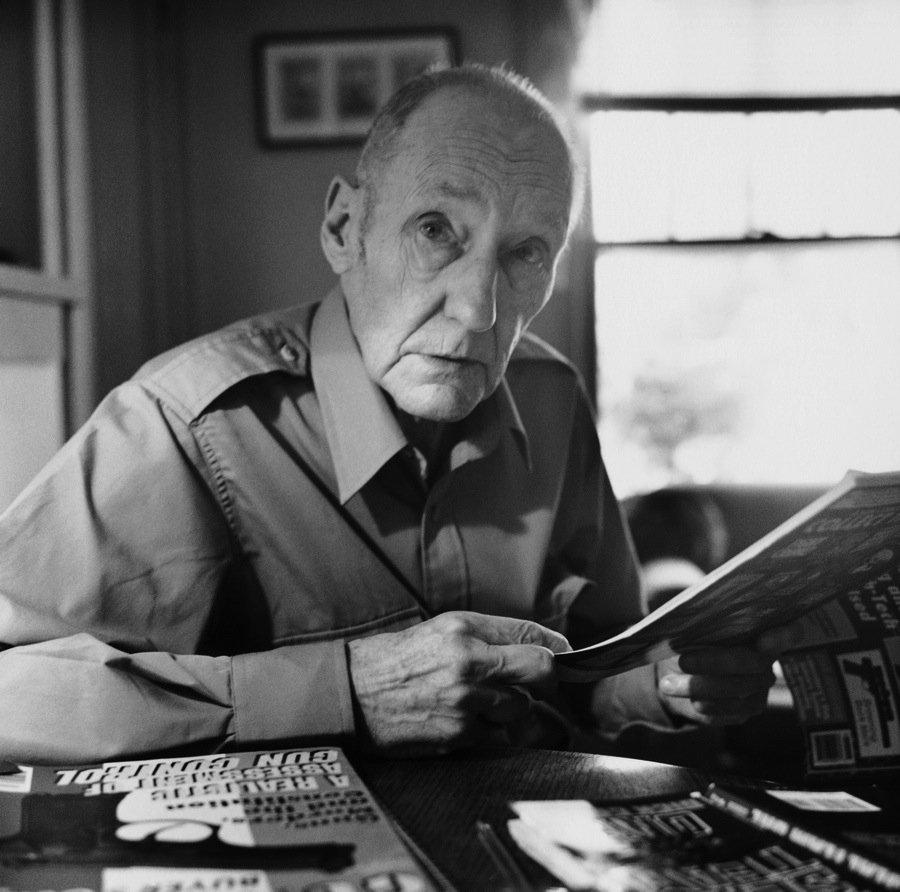 10 самых известных писателей, страдающих зависимостями