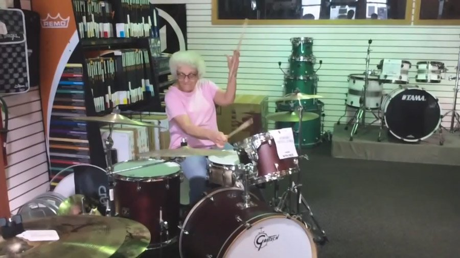 Бабушка-барабанщик, бабушка-бодибилдер и ещё 7 самых задорных бабушек