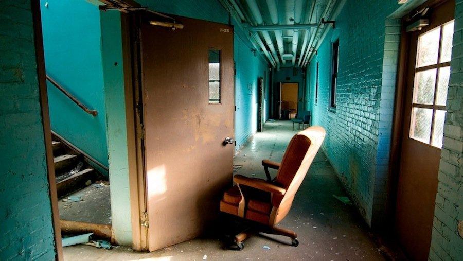 12 самых жутких заброшенных психиатрических учреждений в Европе и США