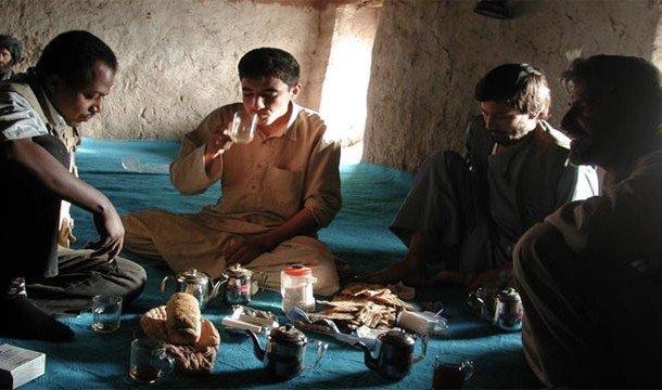 Иранцы пьют чай
