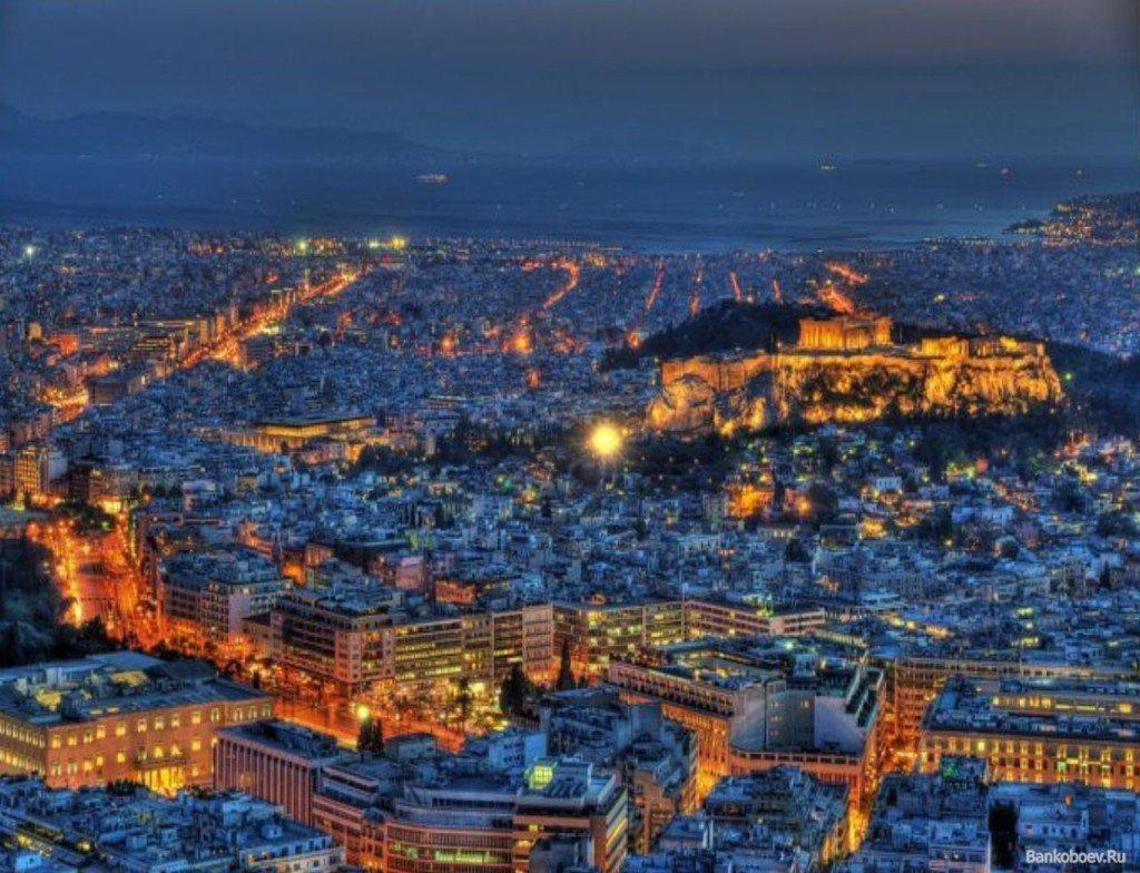 Обзор с высоты на ночные Афины