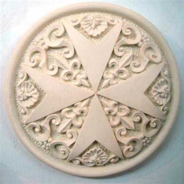 Каменный мальтийский крест