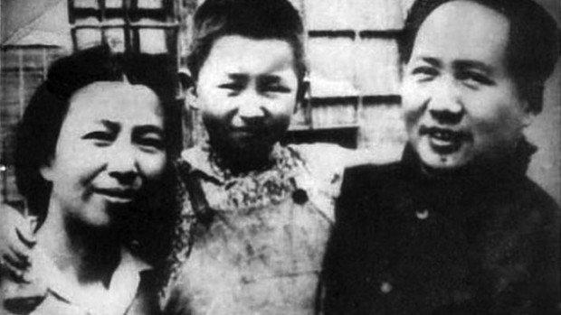 Мао Цзедун с женой и дочерью