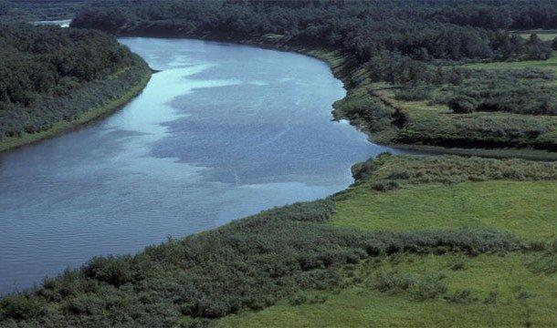 Красивый вид сверху на реку