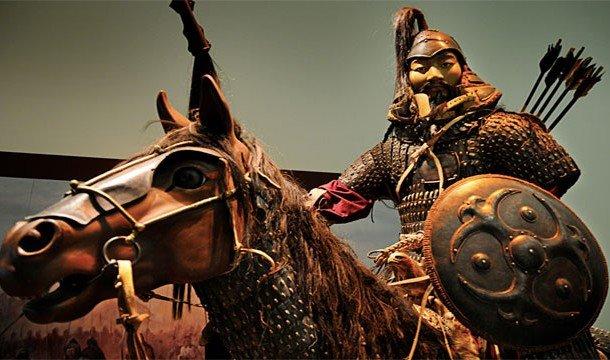 Скульптура Чингисхана на коне