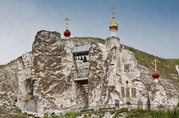 Спасский пещерный храм