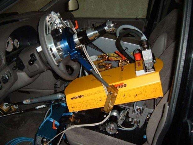 Робот-водитель