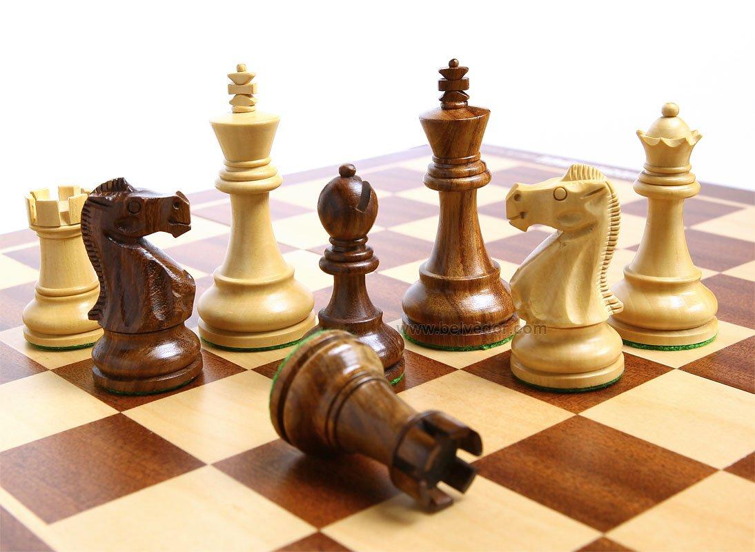 Деревянная шахматы