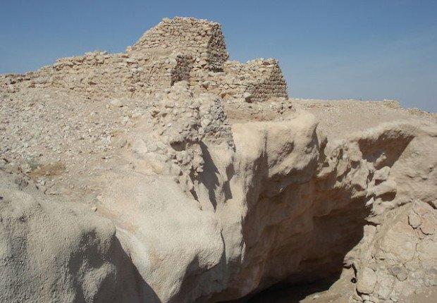 Некогда богатый город Ирам зат аль-имад был засыпан песком