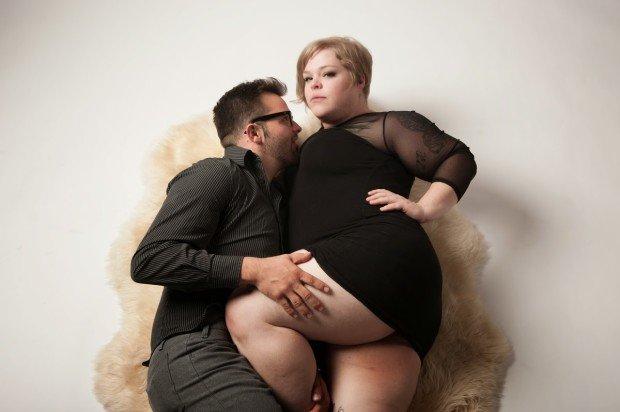 Полная девушка с парнем