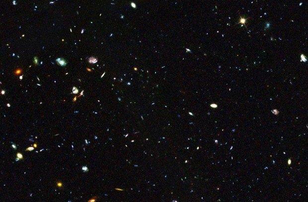Сотни галактик в глубинах Вселенной
