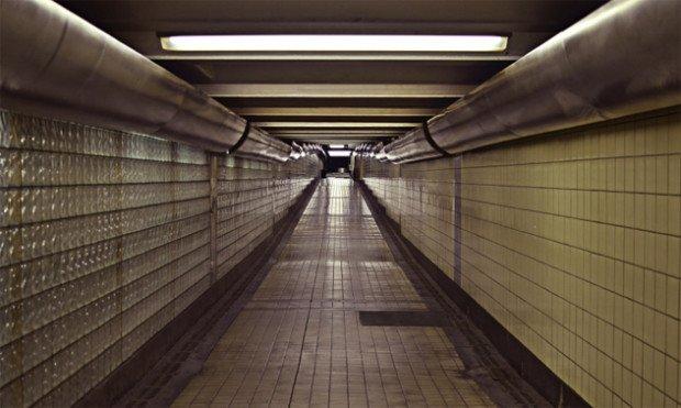 Таинственная жидкость в метро Торонто
