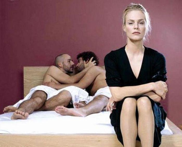 В постели с двумя женщинами, она соблазняла раздвигая ноги видео