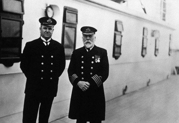 Капитан Эдвард Смит (справа)