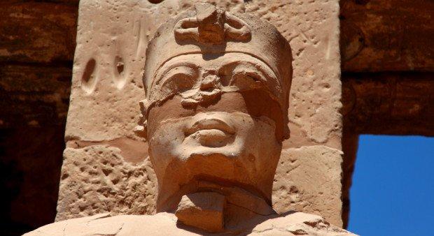 Древнеегипетская статуя