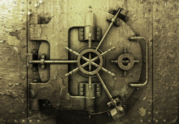 Дверь хранилища банка Тейкоку