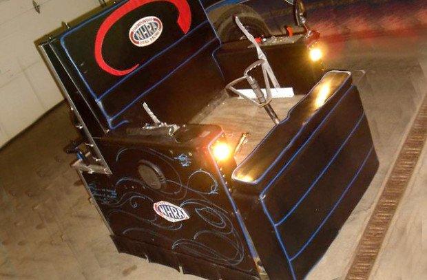 Кресло La-Z-Boy, превращённое в транспортное средство