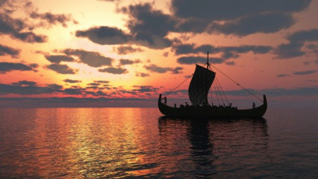 Старинное судно на фоне заката