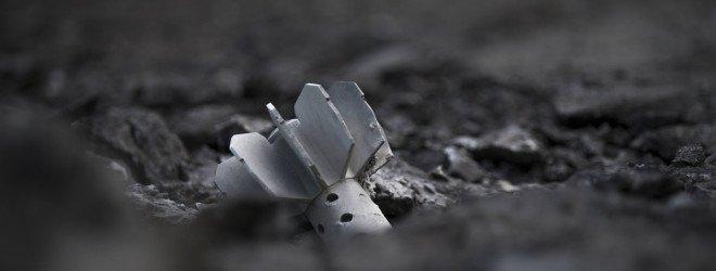 Замаскированная в земле мина