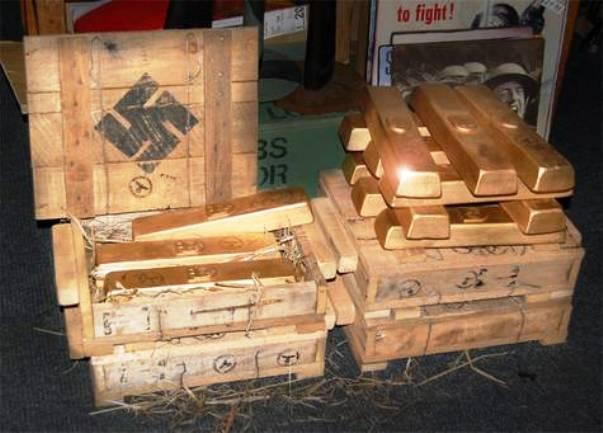 Золотые слитки в ящиках с нацистской символикой