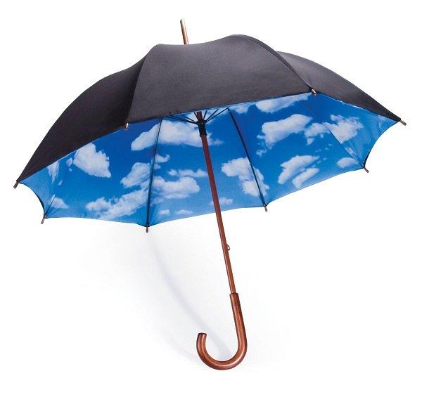 Зонт с изображением неба на внутренней стороне