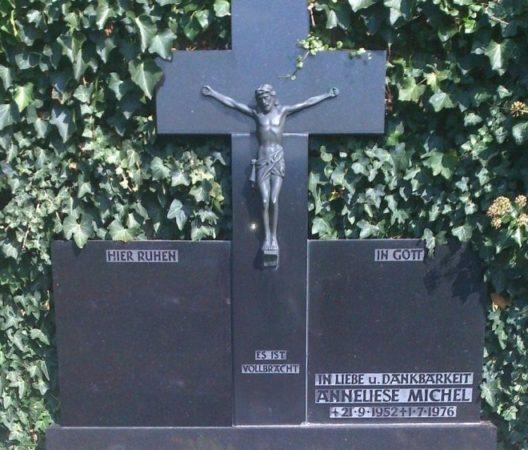 Могила Аннелизы Михель