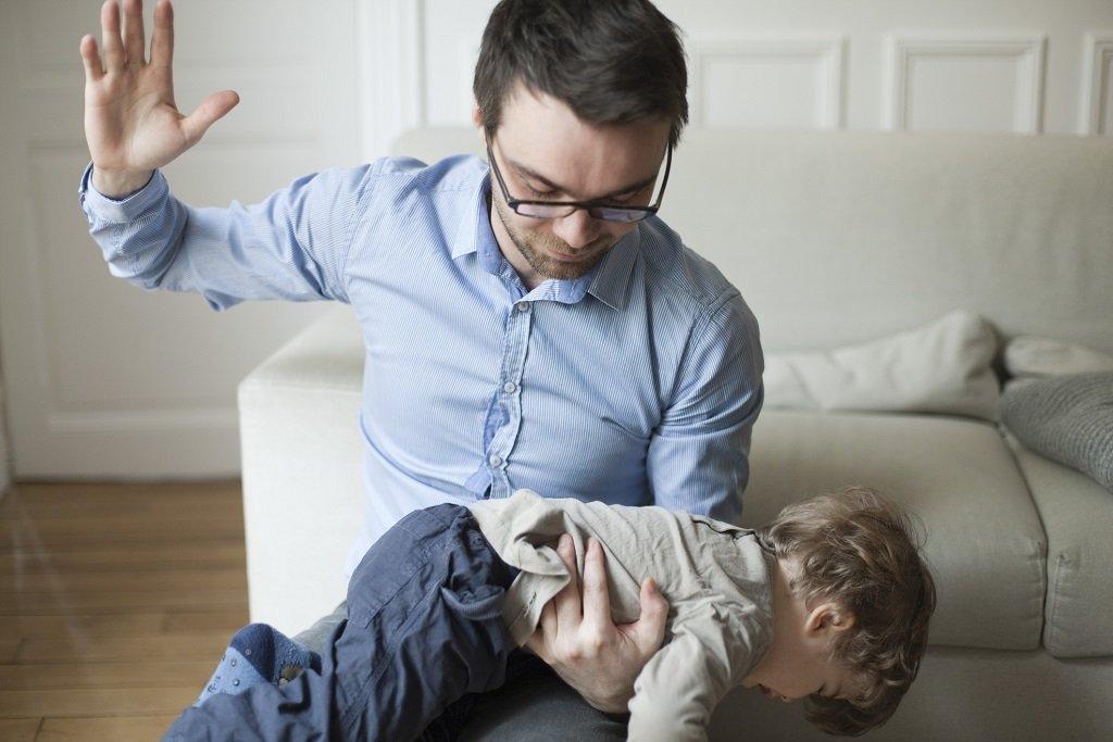 Отец решил заняться сексуальным воспитание дочери