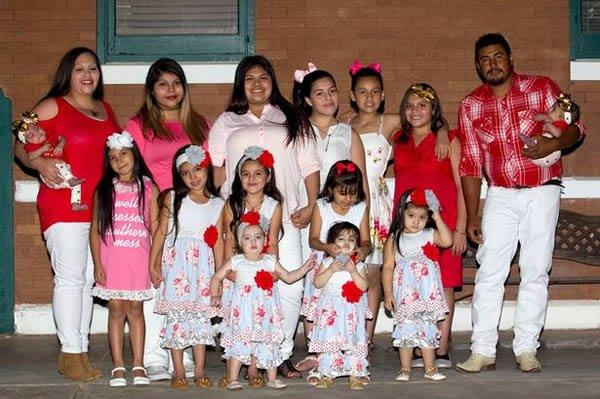 Родители и их 14 дочек