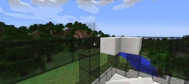 Разбитое стекло и голубое небо