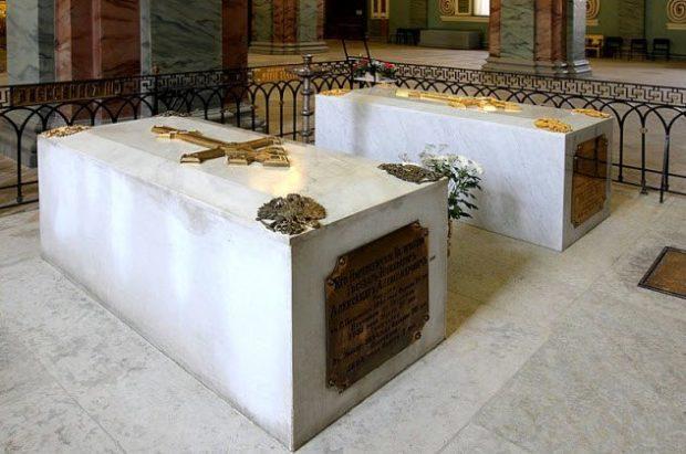 Церемония прощания при перезахоронении длилась три дня