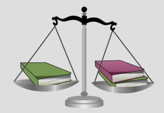 весы с книгами