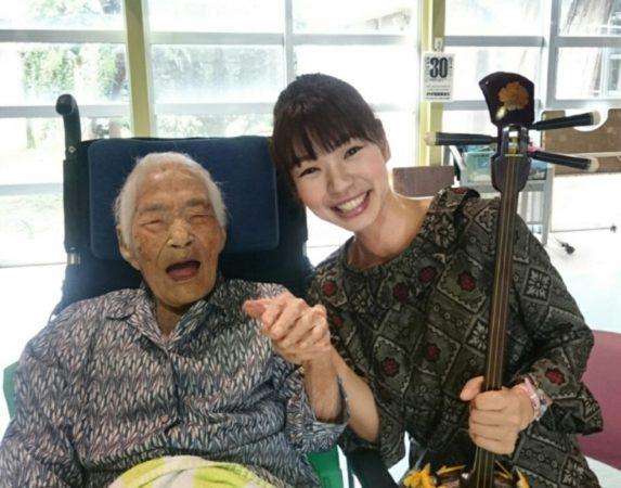 Наби Тадзима и девушка-японка