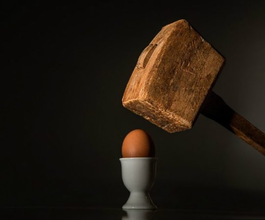 Молоток и яйцо