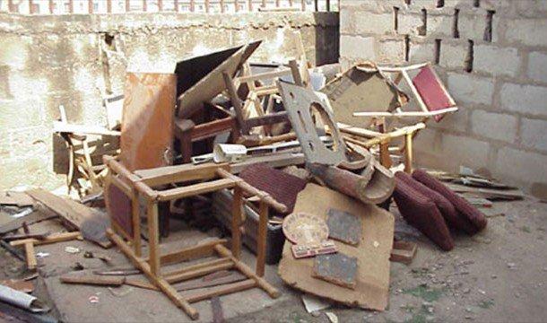Куча старой мебели