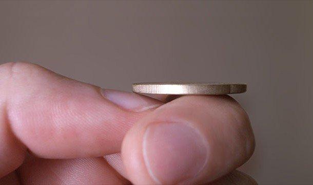 Монетка на руке