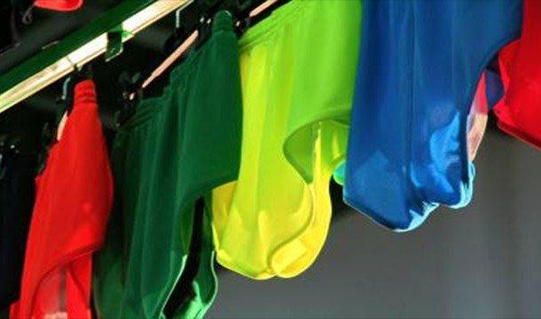 Разноцветное бельё на верёвке