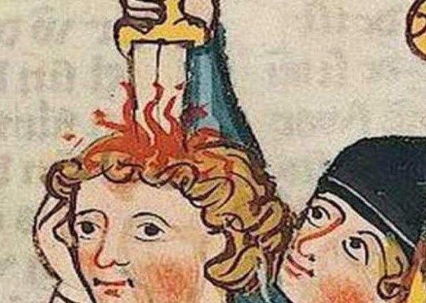 Нож воткнут в голову человека