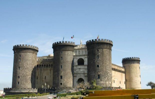 Кастель Нуово, Италия