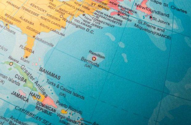 Бермудские острова на глобусе