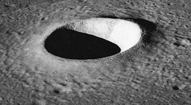 Кратер на поверхности Луны