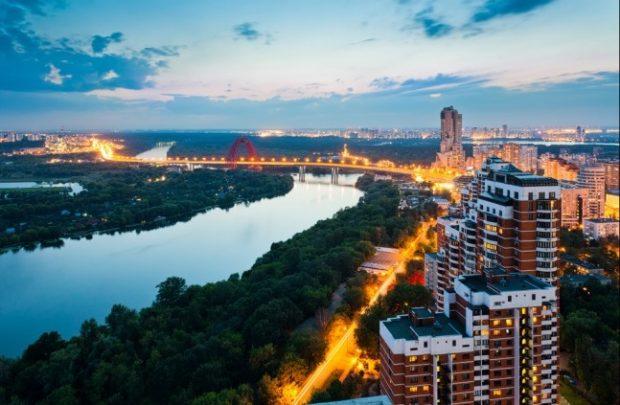 Вид на Карамышевскую набережную и Живописный мост