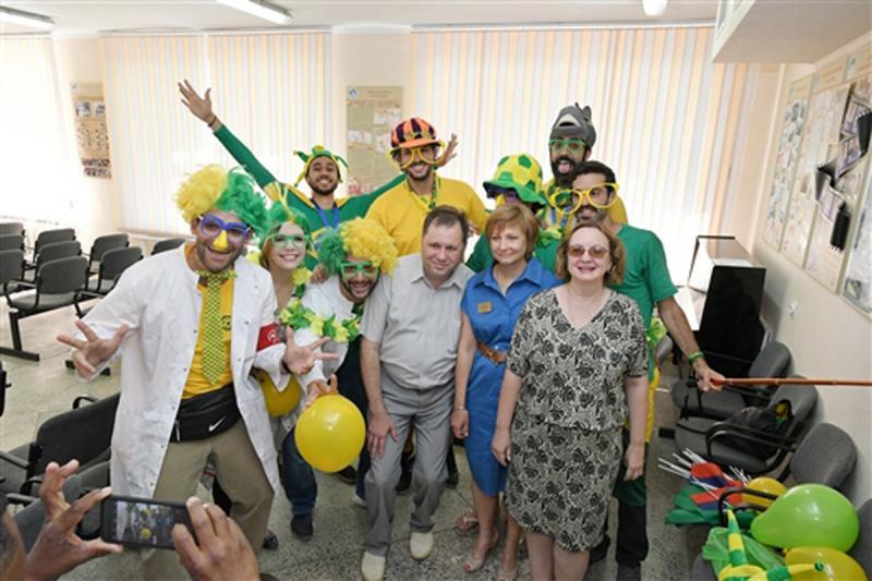 Бразильцы развлекли детей в самарской больнице