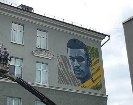 Граффити с Неймаром в Казани